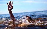 Kịp thời cứu hai cô gái đuối nước khi đi tắm biển ở Nghệ An