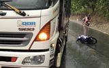 Kontum: Xe máy va chạm với xe tải, 2 người tử vong