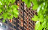 """Cư dân Times City """"nhuộm đỏ"""" tòa nhà, cổ vũ tinh thần toàn dân chống dịch Covid-19"""