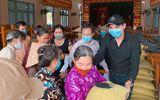 Minh Luân phát 4,5 tấn gạo và 150 thùng mì giúp người dân miền Tây chống dịch Covid-19