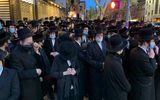 Tang lễ giáo sĩ ở New York thu hút hàng nghìn người tham dự bất chấp dịch Covid-19
