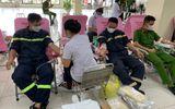 Cán bộ, chiến sĩ công an nhân dân nhiệt tình tham gia hiến máu nhân đạo