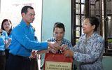 Thăm, tặng quà hỗ trợ công nhân bị tai nạn lao động
