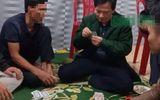 Chủ tịch xã ở Hà Tĩnh đánh bạc trong thời gian cách ly xã hội tiếp tục bị đình chỉ