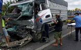 Tin tai nạn giao thông mới nhất ngày 10/5/2020: Xe tải tông đuôi container trên cao tốc, 2 người kẹt trong cabin