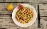 Ăn dứa hấu xong đừng vội vứt vỏ, làm ngay món trộn siêu ngon cho ngày hè thêm mát