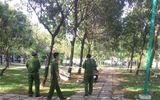 Hiện trường vụ phát hiện thi thể nam thanh niên trong công viên, bên cạnh có kim tiêm