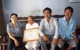Tặng bằng khen cụ bà 93 tuổi ủng hộ tiền phòng, chống dịch Covid-19