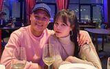 Quang Hải đăng hình khoác tay tình tứ với Huỳnh Anh, kèm biểu tượng trái tim ngọt ngào