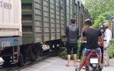 Hà Nội: Bỏ lại xe đạp điện, người phụ nữ mới sinh con lao vào tàu hỏa tự tử