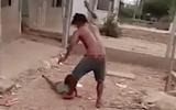 An ninh - Hình sự - Vụ clip cha trói con gái 6 tuổi vào cột, đánh dã man: Nạn nhân thường xuyên bị đánh