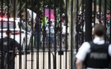 Vụ người da màu bị cảnh sát đè chết: Người biểu tình đối đầu mật vụ Mỹ trước Nhà Trắng