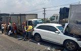 Tin trong nước - 11 ô tô tông nhau liên hoàn tại quốc lộ 1A, 1 người bị thương, nhiều xe biến dạng