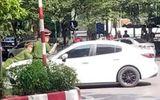 An ninh - Hình sự - Hà Nội: Bắt tạm giam tài xế ô tô hất cảnh sát lên nắp ca pô, bỏ chạy 1 km