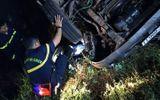 Tin trong nước - Xe tải lao xuống suối, chủ xe và tài xế tử vong