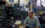 Đời sống - Hé lộ bí mật trong bộ sưu tập đồ dùng thời chiến của người đàn ông phố cổ