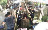 Hiện trường cảnh sát vớt thi thể 2 bố con dưới giếng sâu 6 mét ở Thanh Hóa