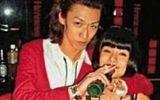 Dân mạng phát sốt với bức ảnh Angelababy đi hầu rượu 10 năm trước