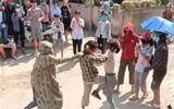 Tin tức pháp luật mới nhất ngày 15/6/2020: Nữ sinh đánh nhau trước cổng trường, hàng trăm người cổ vũ