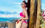 """Jennifer Phạm diện bikini """"nhuộm"""" hồng rực mùa hè, khoe thân hình nóng bỏng sau khi sinh con thứ 4"""
