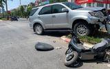Ô tô biển xanh của Tỉnh ủy Nghệ An tông văng cô gái trẻ đi xe máy điện