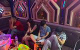"""5 cô gái """"bay lắc"""" cùng 15 chàng trai trong phòng karaoke Thiên Đường 2"""