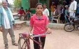Nữ sinh đạp xe 24 km mỗi ngày để tới trường dù trời nắng nóng hay mưa giông gió bão
