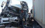 Tin trong nước - Xe tải tông trực diện container, 1 người chết, đầu 2 xe biến dạng