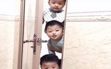 Cộng đồng mạng - Mẹ đang trong nhà vệ sinh, 3 nhóc tì lần lượt xuất hiện ngoài cửa khiến ai nấy cũng phải phì cười