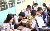 Việc tốt quanh ta - Ấm lòng bữa cơm tiếp sức cho học sinh vượt vũ môn thành công