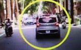 Tin tai nạn giao thông mới nhất ngày 16/7/2020: Công an phường bị tài xế rồ ga hất lên nắp capô
