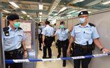 Tin thế giới - 200 cảnh sát ập vào khám xét trụ sở báo Apple Daily sau khi bắt giữ trùm truyền thông Hong Kong Lê Trí Anh