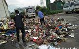 Giáo dục pháp luật - Lục tìm hơn 8 tấn rác, công nhân vệ sinh tìm thấy giấy báo trúng tuyển đại học bị mất cho nam sinh