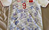 Văn Toàn bán đấu giá áo đấu ủng hộ phòng chống dịch Covid-19 tại Hải Dương