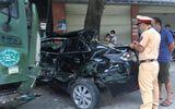 Tin tai nạn giao thông mới nhất ngày 22/8/2020: Ô tô tải đâm xe 4 chỗ bẹp rúm, văng dính gốc cây