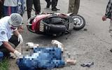 Đi xe máy qua bãi rác đang cháy, cô gái bất ngờ gục chết sau tiếng nổ lớn