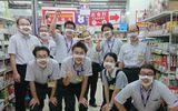 Nhân viên cửa hàng giảm giá ở Nhật Bản gây ấn tượng mạnh nhờ đeo khẩu trang mặt cười