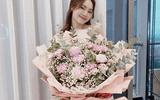 """Ninh Dương Lan Ngọc được tặng bó hoa """"siêu to khổng lồ"""", tiết lộ tên """"người ấy"""" ai cũng có thể đoán ra"""