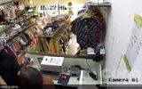 Khẩn trương truy bắt đối tượng táo tợn đâm nhân viên cửa hàng quần áo cướp tiền, vàng