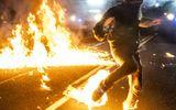 """Chùm ảnh: Ngày biểu tình thứ 100 trong """"bạo lực và hỗn loạn"""" tại Mỹ"""