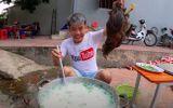"""Đăng clip """"nấu cháo gà nguyên lông"""", con trai bà Tân Vlog bị sở TT&TT Bắc Giang mời lên làm việc"""