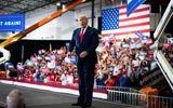 """Người ủng hộ ông Donald Trump đòi """"nhốt"""" cựu Tổng thống Barack Obama"""