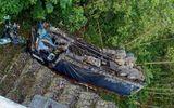 Thanh Hóa: Xe tải bất ngờ lao xuống vực, một người tử vong