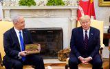 """Tổng thống Mỹ Donald Trump tặng thủ tướng Israel """"chìa khóa vào Nhà Trắng"""""""