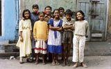 """Tin thế giới - Những đứa trẻ ở khu phố đèn đỏ lớn nhất Châu Á: Sống như một """"cái bóng"""", tương lai mù mịt"""