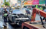 """Tin trong nước - TP.HCM: Xe container """"phá"""" dải phân cách, đâm nát ô tô BMW cùng hai xe máy"""