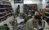 """Phát hiện """"kho vũ khí"""" trong cửa hàng kinh doanh túi xách ở TP.HCM"""