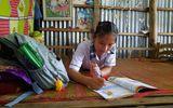 Giáo dục pháp luật - Xót xa số phận cô học trò nghèo mồ côi, sống trong tình thương của bà ngoại già yếu