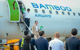 Truyền thông - Thương hiệu - Chủ tịch Bamboo Airways Trịnh Văn Quyết cùng hành khách bay thẳng Hà Nội - Côn Đảo ngày khai trương