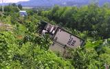 Tin trong nước - Tin tai nạn giao thông mới nhất ngày 1/10/2020: Dừng xe đi vệ sinh, tài xế chính ô tô của mình tụt dốc tông chết